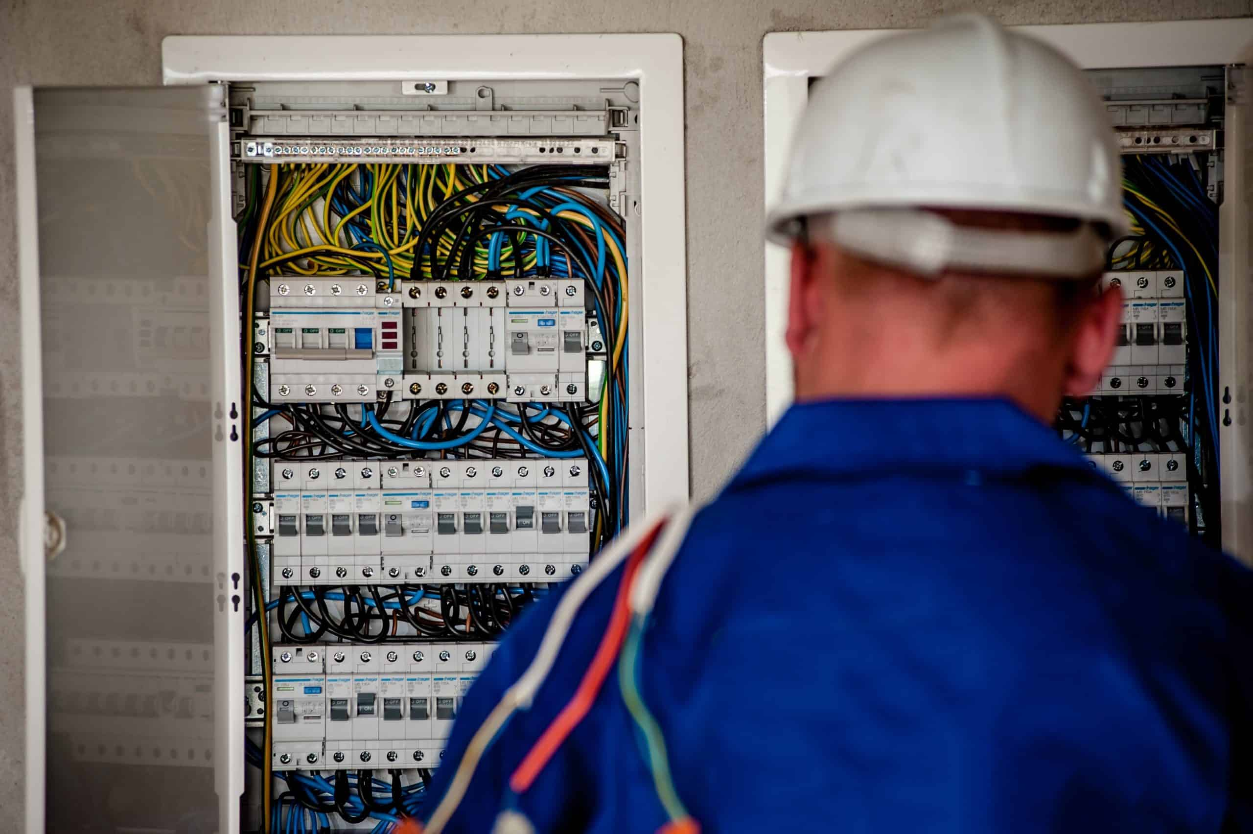שיפוץ לוח חשמל קבלן חשמן מורשה